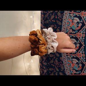 velvet scrunchie pack | brown